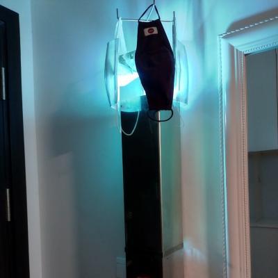 Thiết bị khử khuẩn, khử mùi, tạo ion âm cho không khí bằng đèn cực tím che kín với quạt gió tuần hoàn cho phòng diện tích 50 m2